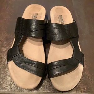 Munro Black Adjustable Sandal Size 9Narrow